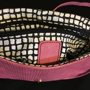 Pretty pink Crossover bag